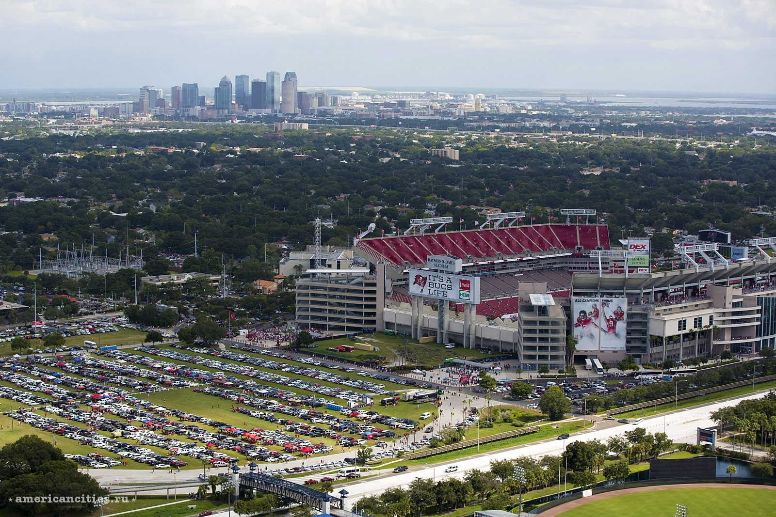 Футбольный стадион Raymond James Stadium